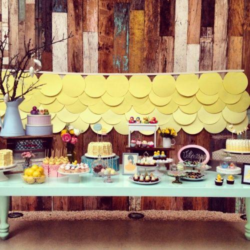 Arco de bexigas é passado, veja como decorar a parede atrás da mesa do bolo - Gravidez e Filhos - UOL Mulher