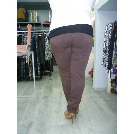 Pantalón marrón estilo vaquero de tejido suave tacto melocotón. REBAJADO HASTA TALLA 60