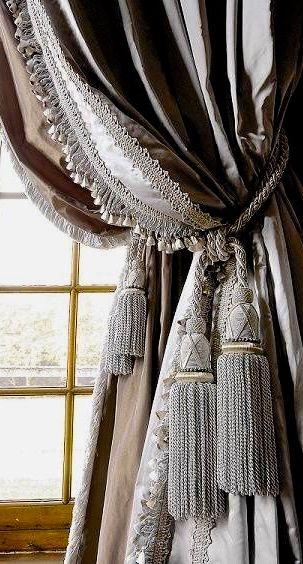 I LOVE THE IDEA & LOOK OF THIS 2 LAYERED HUNG CURTAINS/DRAPES.4 THIS LOOK, USE THE SAME FABIC W/SAME COLORS. BOTH PANELS IN SOLID OR  SOLID&PRINT. USE SAME STYLES 4 A COHESIVE CUSTOM LOOK. HANG 2ND LAYER 2 ALLOW  ENOUGH OF THE 1ST(INSIDE PANEL) 2 SHOW WHEN THEYRE TIED BACK W/A BEAUTIFUL TIEBACK THAT R THE SAME STYLE & COLOR/S OF DRAPES.HANG THIS WAY 4 FRENCH COUNTRY,TUSCAN,OLDWORLD,SHABBY CHIC,TRADITIONAL,TRANSITIONAL & CONTEMPORARY DECORS.CHERIE