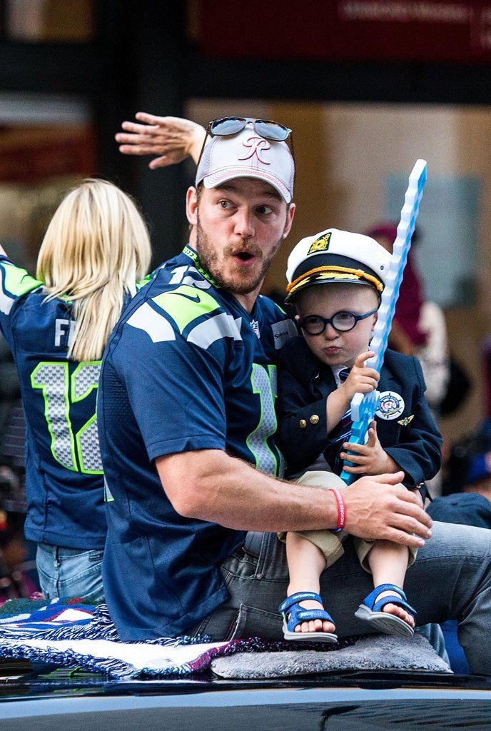 Anna Faris and Chris Pratt's Son Steals the Spotlight During Seattle's Annual Parade