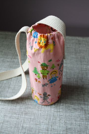 Need to make this for our 22 mile walk with the Young Women...fun!Bottle Carriers, Crafts Ideas, Long Thread, Children Sewing Ideas, Scrap Fabric, Girls Scouts, Bottle Totes, Waterbottle, Water Bottles