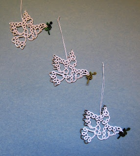 """This applique can be applied to or even turned into a squares. """"Tatting Fool: doves"""""""