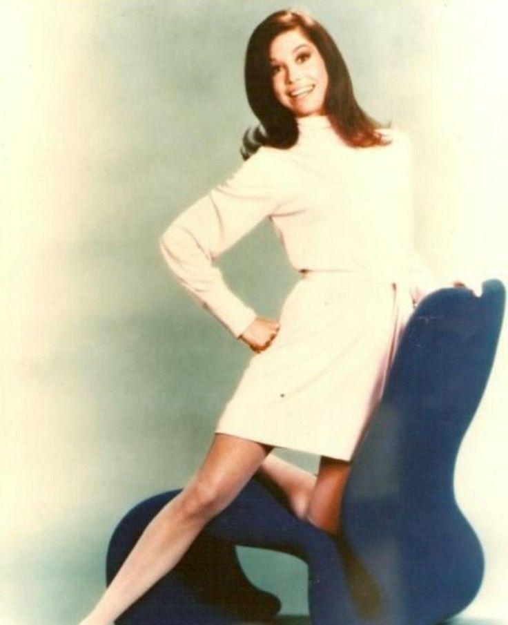Mary J. Blige | GRAMMY.com | Dresses, Stylish celebrities