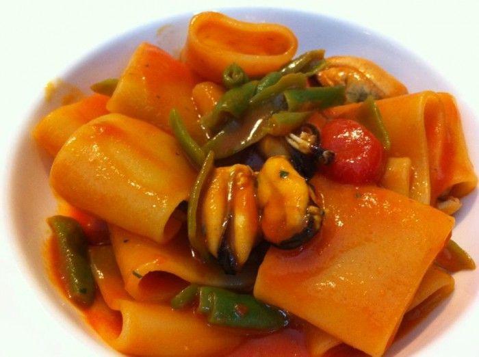 Mezzi paccheri with cherry tomatoes, mussels and green chillies - Mezzi paccheri con pomodorini del piennolo, cozze e peperoncini verdi - Luciano Pignataro Wineblog
