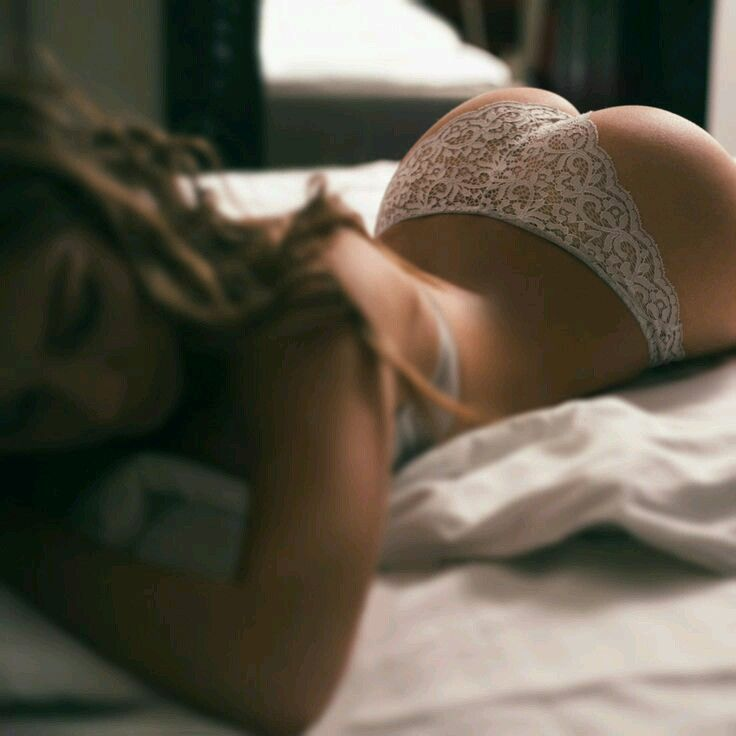The hot and sexy big booty of very sensuous world beauty model. They showing their hips and bums erotically that is so seducing to see.     ...
