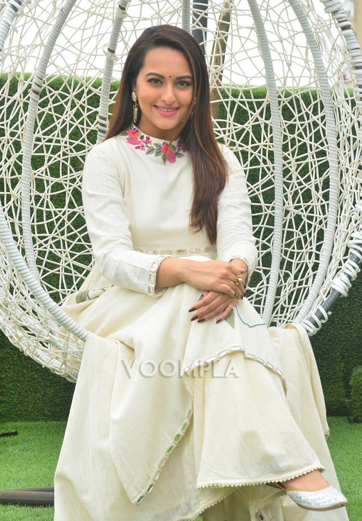 Sonakshi Sinha looking super pretty in an outfit by Indian designer Purvi Doshi. Click here >> Voompla.com
