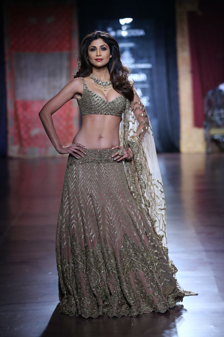 Serene beauty Shilpa Shetty walks down the isle for Designers Rimple and Harpreet at AICW2015