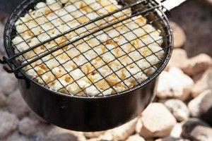 Esschert Design Popcorn-Pfanne für Grill und Lagerfeuer