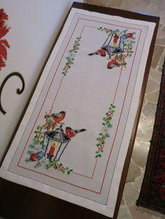 Corsia in tela emiane ricamata a punto croce e bordata ricamata a mano a punto giorno al perzzo di €uro 90,00.