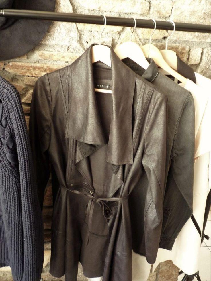 17 meilleures id es propos de garde robe capsule sur for Rangement minimaliste