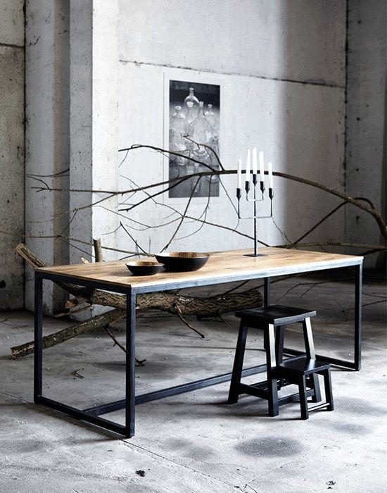 Matbord från House Doctor med bordsskiva i mangoträ och stomme i svart solid järn.   MÅTT: B: 200 cm, D: 80 cm H: 74 cm