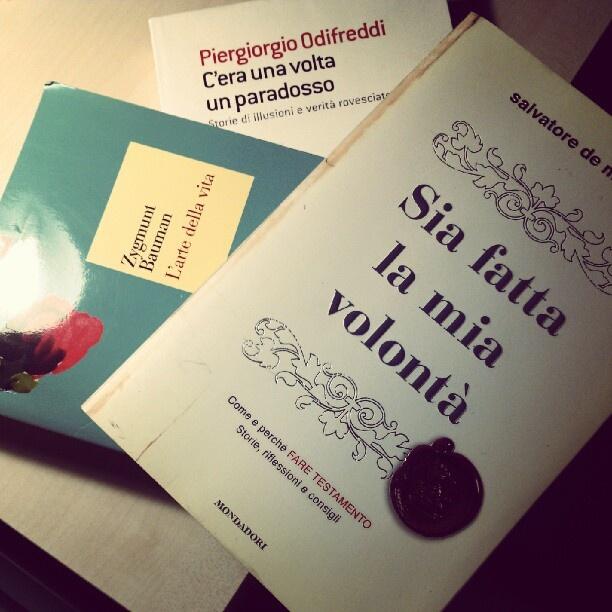 Non riesco a dormire. Quale scelgo? #Odifreddi #Bauman #DeMatteis ? #letture in notturna. #libri - @claire_cocteau- #webstagram
