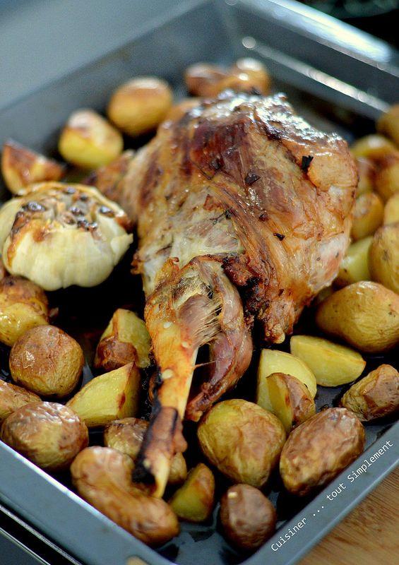 Une recette réalisée ce week-end de Pâques. Tout pour réussir son gigot d'agneau au four croustillant accompagné d'ail en chemise et de petites pommes de terre .... tout un programme . Ingrédients ( pour 6 personnes ) 1 Gigot d'Agneau d'environ 1 kg 1...