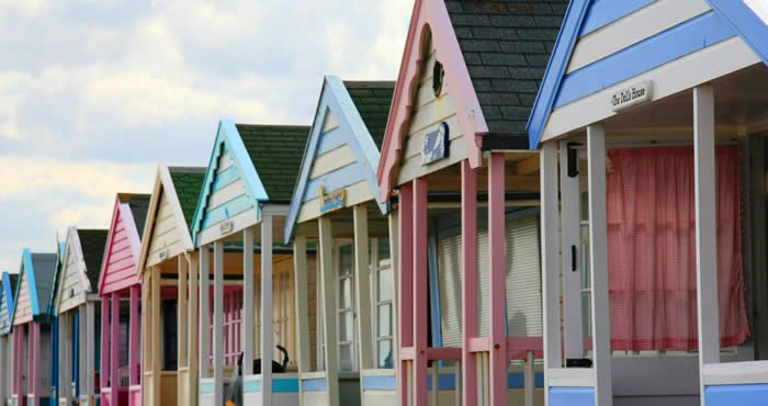 Coastal Living ⚓ English Seaside Beach Huts. Lo-o-ove!