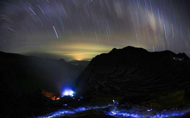 Setiap dini hari sekitar pukul 02.00 hingga 04.00, di sekitar kawah ijen dapat dijumpai fenomena api berwarna biru yang sangat indah. #PesonaIndonesia