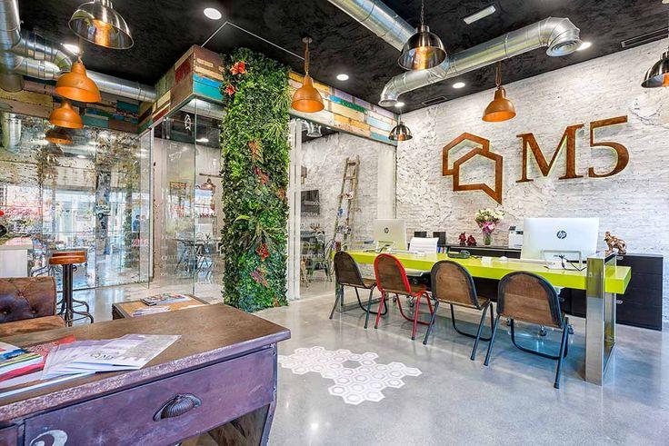 Agencement et décoration pour agence immobilière.