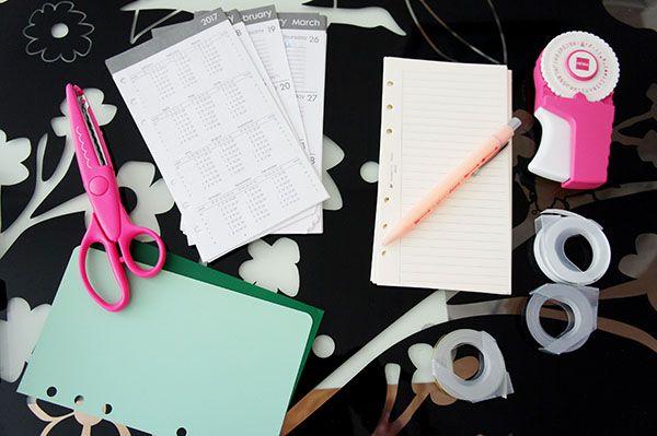 Comment personnaliser son agenda facilement et pour pas cher en décorant ses pages et ses intecalaires avec des washi-tapes ou des étiquettes ! Découvrez comment j'ai customisé mon planner sur lutetiaflaviae.com !