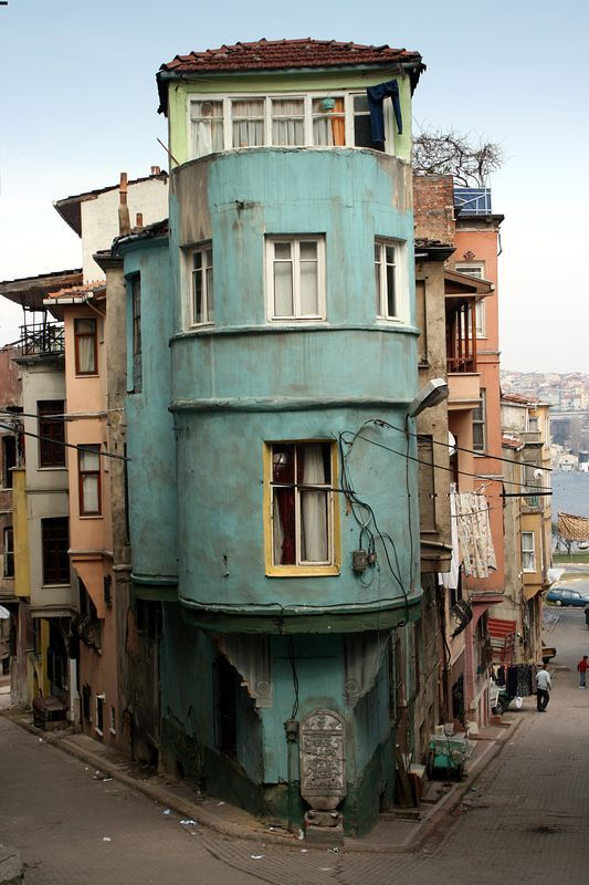(via Balat, a photo from Istanbul, Marmara   TrekEarth) Istanbul, Turkey