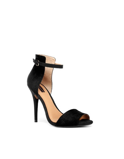 Zara... sigh, the elusive blogger sandal. I really should own these: Zara Sandal, Zara Heel