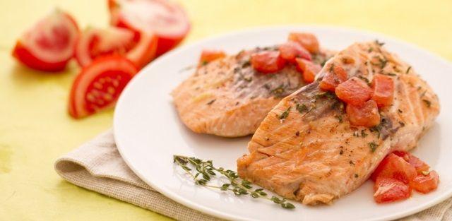 Filetto di #Salmone con pomodori e timo http://www.puntoricette.it/Ricetta/ricetta-filetto-di-salmone-con-pomodori-timo/ #ricette #ricettefacili