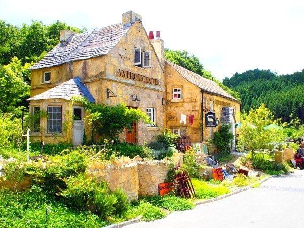 京都府亀岡市の山の中にある「ドゥリムトン村」は、イギリス気分が存分に味わえるスポット