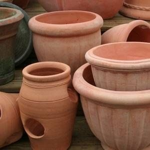 How to Decorate Pottery Tuscan Style thumbnail