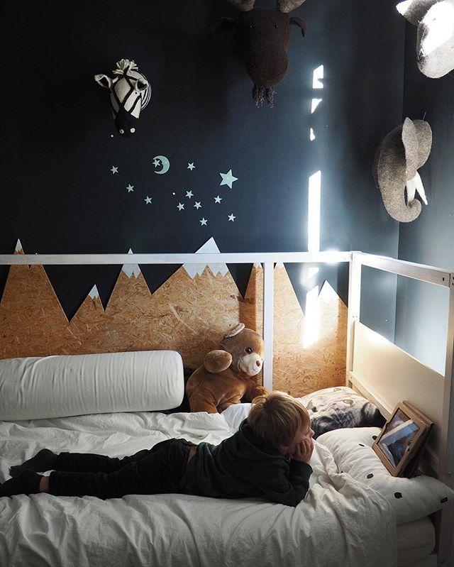 Wat doe je als mama thuis weer een fotoshoot heeft....? Boven op je kamer een mini bioscoop maken met de iPad! #ikea #ikeabijmijthuis #binnenkijken #ourhome #home #interieur #interiorblog #interior #stemmen #stem #linkinbio #ipad #vandaag #thuis #wonen #kids #kinderkamer #decoration #deco #woonaccessoires #mykid #chillen