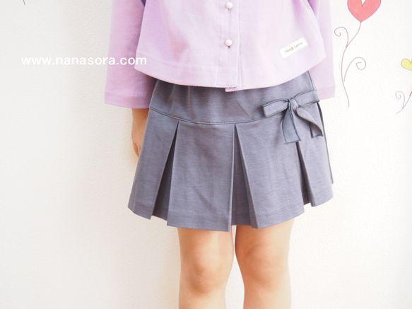 ほんのり紫がかったグレーの清楚で上品なスカートです♪白いブラウスやカーディガンなどによく合いそうです。丈は長すぎず、子供らしい丈となっています。同布のリボンが...|ハンドメイド、手作り、手仕事品の通販・販売・購入ならCreema。