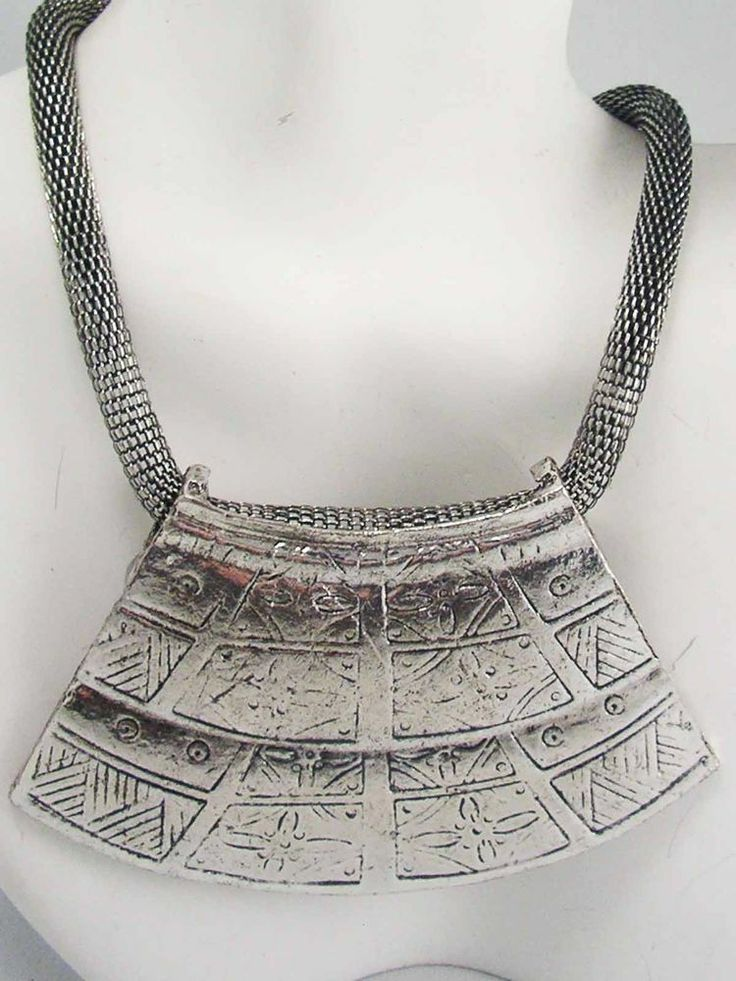 Vintage MAGAZINE RUNWAY Silver Mesh Snake Chain Ornate Plate Bib Necklace ~Diva~