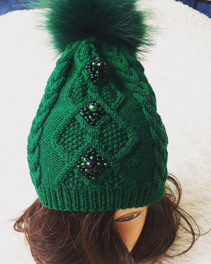Шапка мериносовая с помпоном от @vertinskaya_olga #шапкасвышивкой #шапкаскамнями #шапкаспомпоном #стильномодно #дизайнерскиешапки