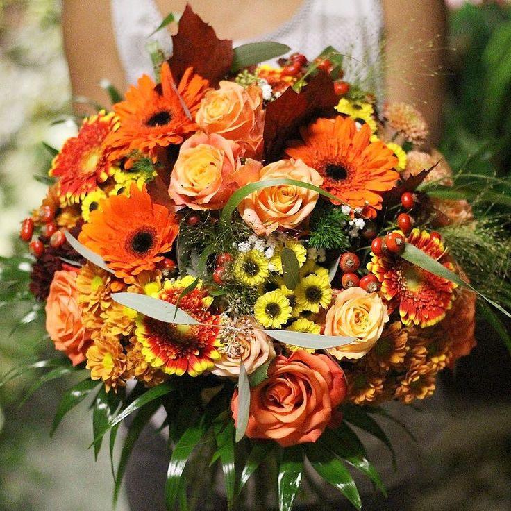 Veľmi nás bavia takéto jesenné kytičky. Obdarujte ňou niekoho s našou donáškovou službou. #kvetysilvia #kvetinarstvo #kvety #jesenvprirode #love #instagood #cute #follow #photooftheday #beautiful #tagsforlikes #happy #like4like #nature #style #nofilter #pretty #flowers #design #awesome #florist #home #handmade #flower #summer #bride #autumn #floral #naturelovers #picoftheday