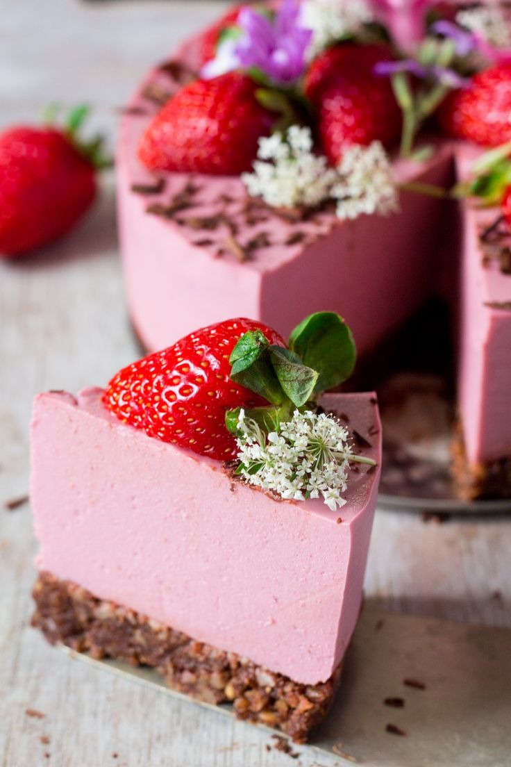 vegan oilfree strawberry cheesecake a slice
