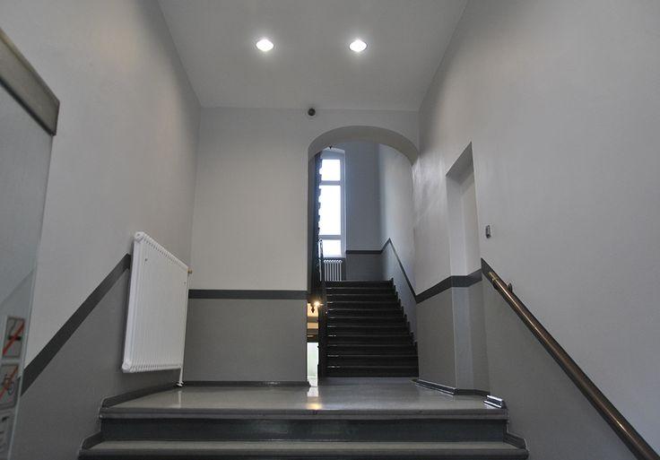 12 besten treppenhaus farben bilder auf pinterest altbauten treppenhaus und eingang. Black Bedroom Furniture Sets. Home Design Ideas