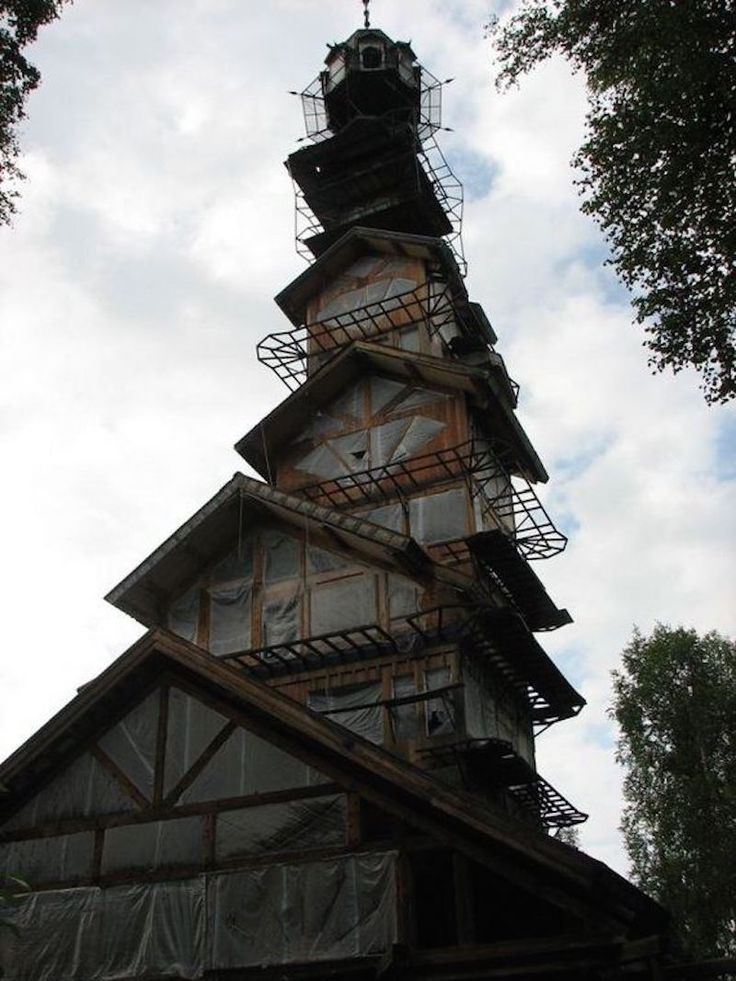 """dr.seuss-house3- The """"Dr. Seuss House"""" is located between Willow and a Talkeetna, and would take roughly 25-30 minutes to get into Talkeetna from there.  Coordinates: 61°46'18.0″N 149°59'28.0″W"""
