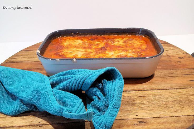 Kip Parmigiana is een ovenschotel met kip in een tomatensaus met Parmezaans en Mozzarella. De schotel wordt op smaak gebracht met basilicum.