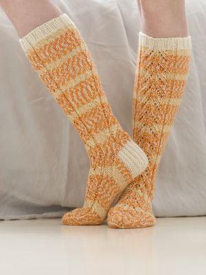 Spetsmönstrade knästrumpor Novita Aurora   Novita knits