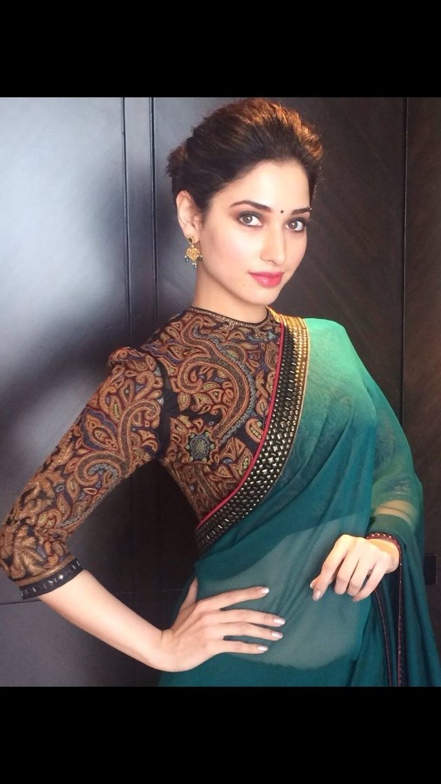 A Tarun Tahiliani outfit....loving the blouse