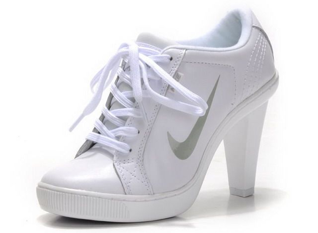 "(these are pinned on someone's ""YES PLEASE"" album...) Nike High Heels...are you serious?"