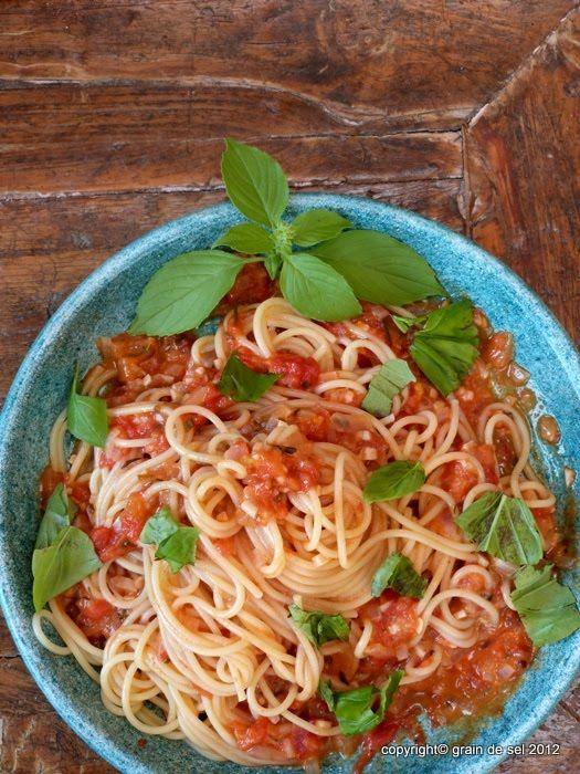 Spaghetti mit Orangen-Vanille-Tomatensauce
