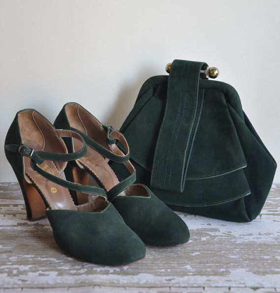Vintage very rare 1940s matching heels and bag matching set in a lovey shade of forest green suede. The heels have a unique squiggle like strap across the foot. The bag has a double layer pleat in the front and clasp on top.