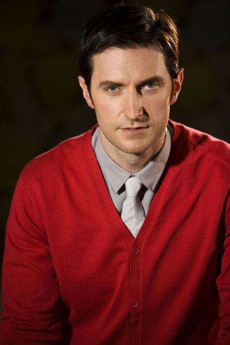 Richard Armitage ( And I thought only Mr. Rogers could rock a cardi like that...love this!!!