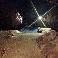 Schnee vom Hof räumen, der Alltagssport der Lappländer.