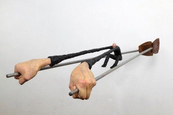 Esculturas bizarras del escultor argentino Gerardo Feldstein, basadas en la metamorfosis del cuerpo humano.