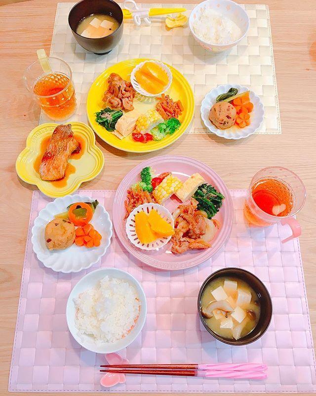 * 夜ごはん ✩白ごはん ✩豆腐としめじの味噌汁 ✩だし巻き卵 ✩赤魚の煮付け ✩餅入りがんも煮(にんじん,青梗菜) ✩豚と玉ねぎの生姜焼き ✩さつまいもとにんじんのきんぴら ✩ほうれん草のおひたし ✩とうもろこし、ブロッコリー、トマト ✩オレンジ *  娘のいきなりの魚嫌い発言により 生姜焼きがプラスされた 夜ごはん٩( ᐛ )و *  息子は、魚も肉も 両方食べました٩( ᐛ )و  味噌汁とお茶は こぼしましたとさ٩( ᐛ )و *