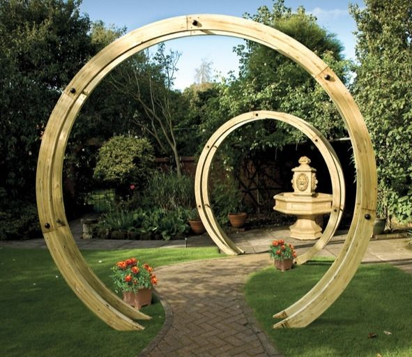 The Freestanding Flower Circle is a fabulous contemporary wooden garden arch from Grange Garden Products. As featured by Alan Titchmarsh…