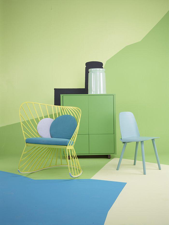 Rocking-chair Sol (Molteni), buffet Stockholm (Ikea), tabouret Last (Discipline chez Home Autour du Monde), chaise Nerd (Muuto chez Home Autour du Monde)