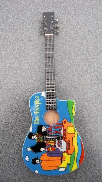 The Beatles Yellow Submarine Guitar | GIFTYFIFTY
