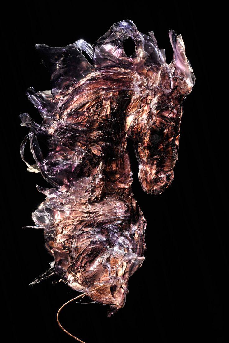 Cavallo a vento scultura cavallo  fusione di policarbonato - 2010 - 130x200x40 cm Ph. Carlo Mari