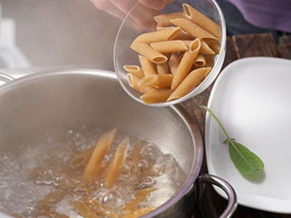 Wie lange kocht man Pasta, Reis oder Kartoffeln? EAT SMARTER verrät Ihnen die wichtigsten Garzeiten für Lebensmittel