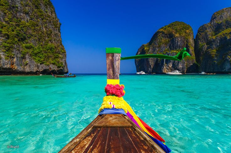 Phi Phi Leh is an uninhabited island that lies 1.5km off the southernmost tip of Phi Phi Don.Stunning vertical cliffs capped with green foliage give way to small sandy beaches and tropical coral seas.Most visitors find their way around Phi Phi Leh on an organised